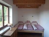 Spaní v ložnici - chalupa k pronájmu Zlaty Potok