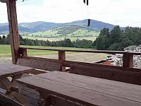 Výhled z terasy - chalupa k pronajmutí Zlaty Potok