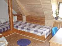 CHalupa u Renaty -fialový pokoj