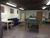 začneme přízemí- garáž,je zde stůl na pin pong ,fotbálek a posezení - Domašov