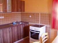 Pohled do kuchyňky - chalupa k pronájmu Bělá pod Pradědem