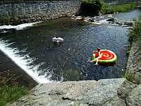 koupání v řece - chalupa k pronájmu Loučná nad Desnou