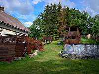 dětské hřiště a nadzemní bazén - chata k pronájmu Dobřečov u Horního Města