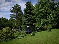 trampolína na zahradě - pronájem chaty Dobřečov u Horního Města