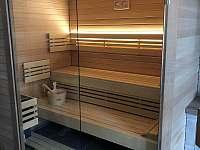 Koupelna s finskou saunou. - chalupa k pronájmu Ostružná