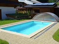 vyhřívaný a zastřešený bazén - chalupa k pronájmu Kouty nad Desnou