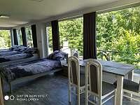 ložnice s jídelním koutem - apartmán k pronajmutí Černá Voda