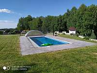 venkovní bazén - apartmán k pronájmu Černá Voda