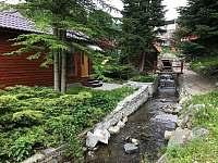 pohled k sauně - chata k pronájmu Jeseník