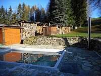 Venkovní bazén s hřištěm na volejbal, nohejbal - chalupa k pronajmutí Nové Losiny