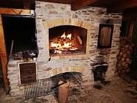 Venkovní grill+ udírna pod pergolou - chalupa k pronájmu Nové Losiny