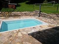zapuštěný bazén - pronájem chalupy Nové Losiny