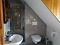 Apartmán v podkroví koupelna - chalupa k pronájmu Malá Morávka