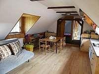 Apartmán v podkroví obývák s kuchyní - pronájem chalupy Malá Morávka