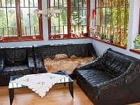 Společenská místnost s LCD televizí a satelitem - chalupa k pronájmu Horní Lipová