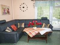 Obývací pokoj - chata k pronájmu Podlesí
