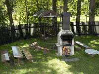 Posezení u grilu - chata ubytování Podlesí