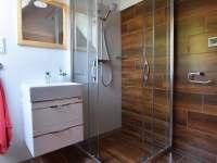 Sprchový kout v koupelně v 1. patře - Branná