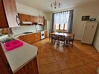 Kuchyně v přízemí - pronájem chaty Horní Václavov