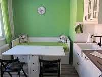 Kuchyně-rozkl.stůl - apartmán ubytování Loučná nad Desnou
