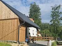 garážové stání pro 2 auta - pronájem chaty Karlovice