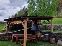 kryté posezení - chata k pronajmutí Karlovice