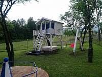 dětské hřiště - zahrada - chalupa k pronajmutí Filipovice