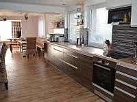 hlavní kuchyně přízemí - chalupa k pronájmu Filipovice