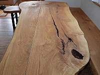 jídelní stoly - chalupa k pronajmutí Filipovice