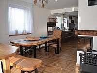 jídelní stůl 6osob - pronájem chalupy Filipovice