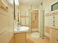Koupelna 1. patro - pronájem chalupy Vápenná
