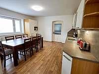 Kuchyně 1. patro - pronájem chalupy Vápenná