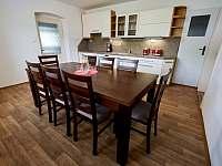 Kuchyně 1. patro - chalupa k pronájmu Vápenná