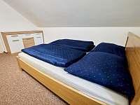 ložnice 1. patro - 2 osoby - chalupa k pronájmu Vápenná