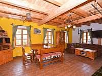 kuchyně, společenská místnost - pronájem chalupy Nová Seninka