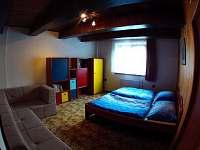 ložnice v přízemí - chata k pronájmu Kouty nad Desnou