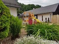 Květinový záhon - chalupa k pronajmutí Holčovice - Komora