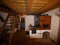 obývací pokoj - kachlová kamna (přízemí)