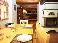 Jídelní kout a kuchyně - chalupa ubytování Jindřichov