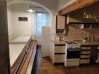 Kuchyň - chalupa k pronájmu Hraběšice