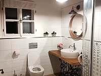 koupelna v patře - roubenka ubytování Kunčice