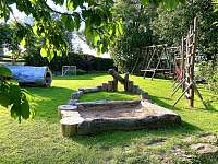 Dětské hřiště zahrada - pronájem chaty Malá Morava