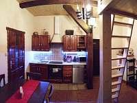 kuchyň a patro na spaní