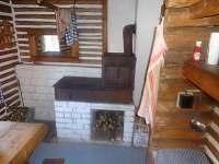 Kuchyňka - kamna - chata ubytování Bělá pod Pradědem