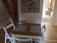 Kuchyňský koutek horní patro