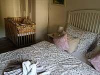Ložnice v přízemí(přistýlka pro dítě)