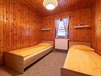 Ložnic která má dvě jednolužkové postele