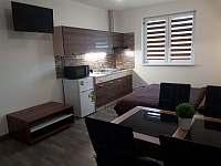 obývací místnost,kuchyňka,ložnice,jídelna
