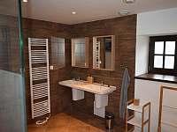Koupelna přízemí - chalupa k pronajmutí Rudná pod Pradědem