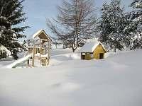 zahrada v zimě - pronájem chalupy Králíky - Dolní Hedeč